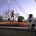 韮崎駅前サッカーの像 by DAI